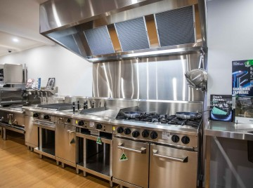 Top 10 Equipment Pieces Every Restaurant Kitchen Needs
